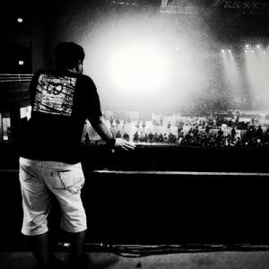 """""""From A Distance"""" Seorang penonton tengah mengamati panggung konser GNR di Ancol, Jakarta, 16 Desember 2012."""